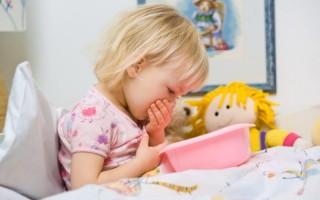 Как помочь ребенку, если он рвет желчью