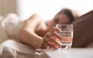 Поможет ли Аллохол при горечи во рту: причины и устранение неприятного симптома
