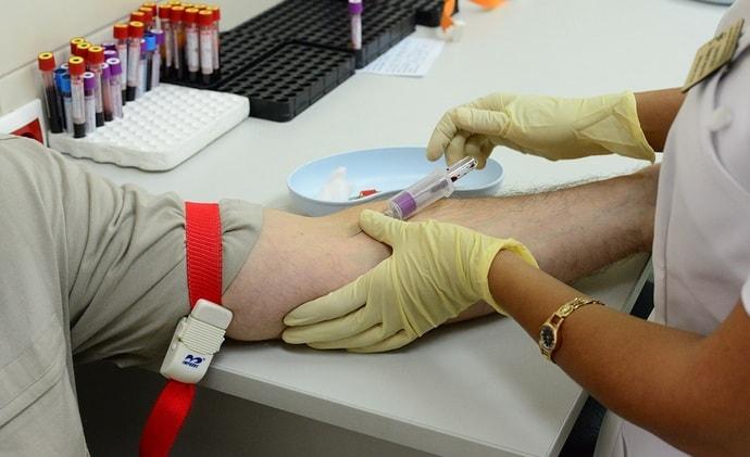 При диагностике пациент сдаст печеночные пробы, сделает УЗИ печени.