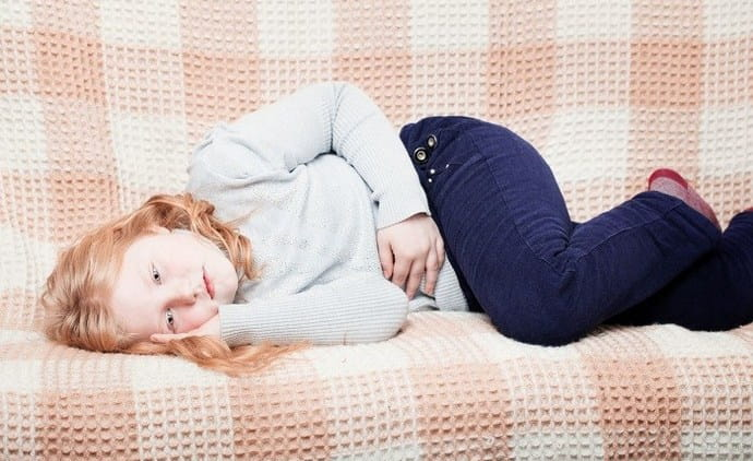 Симптомами проблем с желчным пузырем у ребенка могут быть тошнота и рвота, понос либо запор, боли.