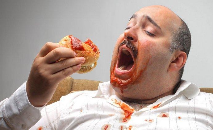 Причиной дисфункции печени могут быть такие факоры как неправильное питание, употребление алкоголя, наследственность.