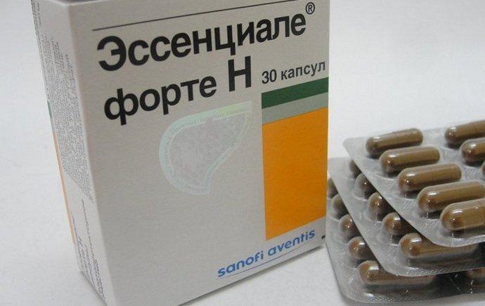 Совместимость препарата Эссенциале форте и алкоголя нельзя назвать допустимой.