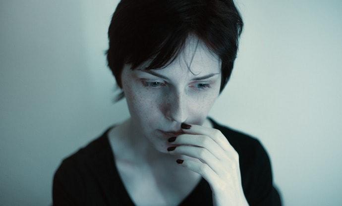 Слишком частое и неумеренное употребление в пищу чеснока может вызвать изжогу, боли в животе, тошноту.
