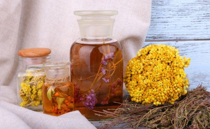 Один из хороших методов, как вывести из организма желчь, это использование специальных травяных настоев и чаев.