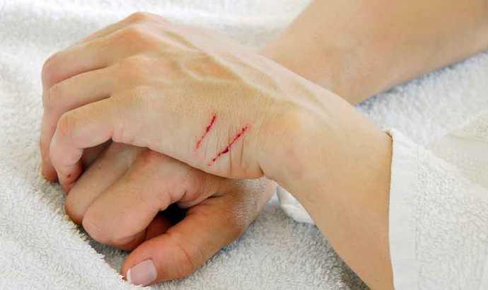 Гепатит В может передаться через жидкости организма, в частности через кровь.