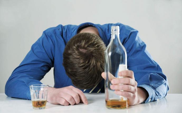 Нередко после употребления алкоголя приходится принимать энтеросорбенты.