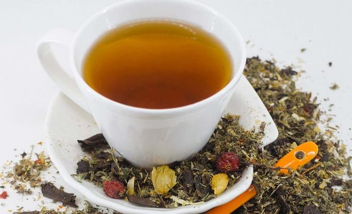 При загустении желчи достаточно хороший эффект дает прием желчегонных чаев.