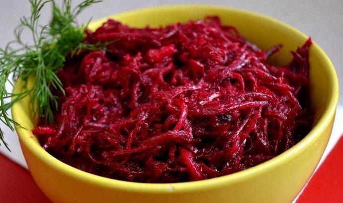 Для лечения печени свеклу используют как в вареном, так и в сыром виде.