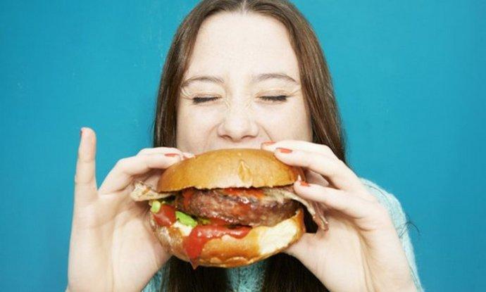 Частой причиной образования полипов в желчном становится неправильное питание.