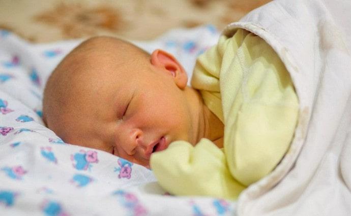 Физиологическая желтушка новорожденного не нуждается в фототерапии.