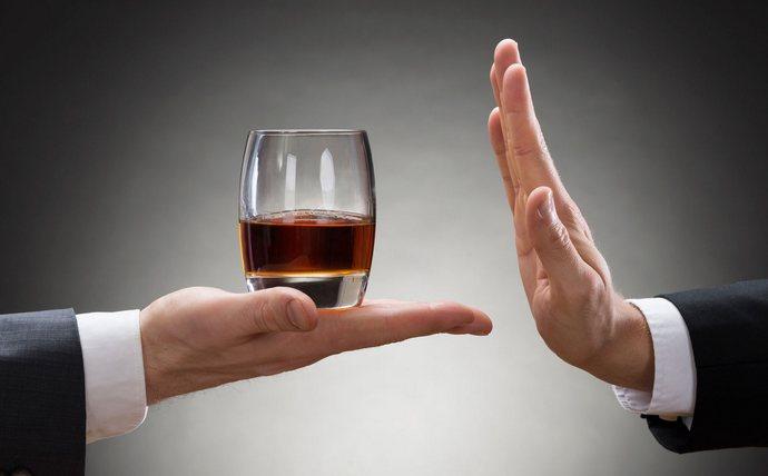 В процессе лечения стеатоза очень важно полностью отказаться от употребления алкоголя.