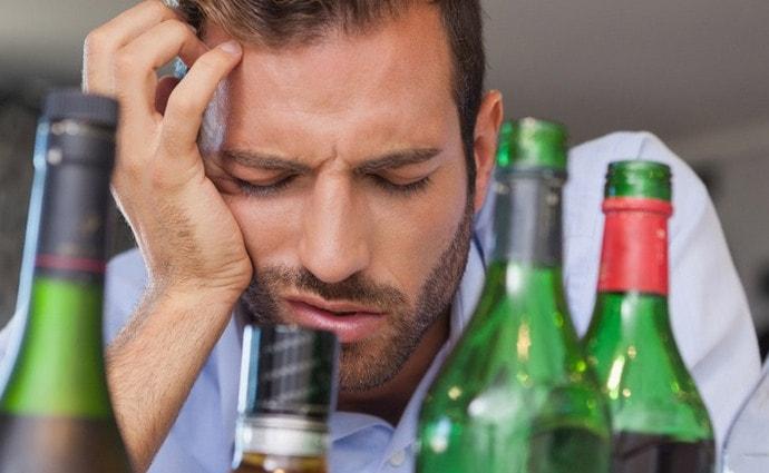 После употребления алкоголя немало людей обращаются за помощью к лекарственным препаратом, чтобы улучшить самочувствие.