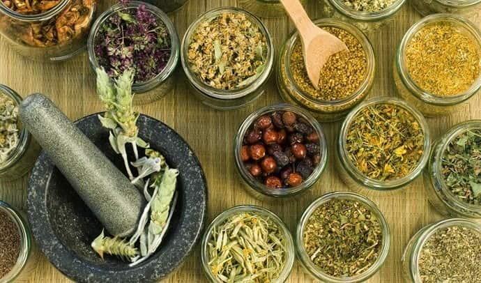 Многие люди используются проверенные народные рецепты для лечения и очищения печени.