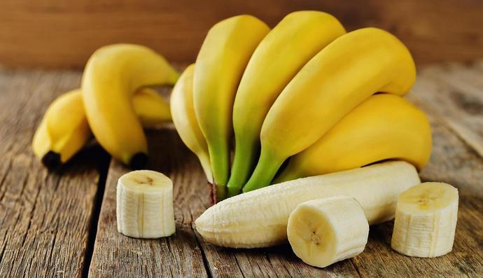 Бананы полезны для организма, в них много витаминов.