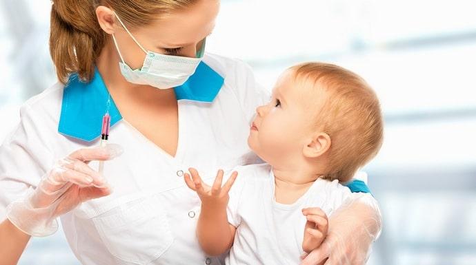 Одновременная вакцинация от гепатита и АКДС это распространенная практика.