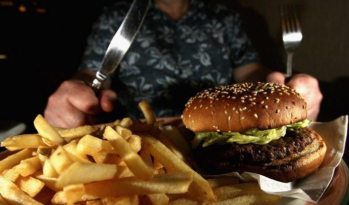 Одним из факторов, провоцирующих повышения уровня холестерина, считается неправильное питание.