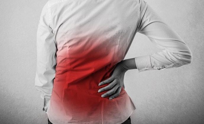 При болезнях печени спина болит в определенных местах.