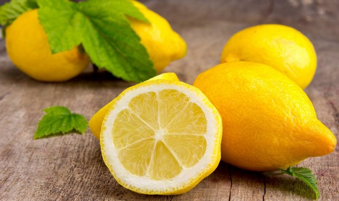 Лимон достаточно полезен для печени.