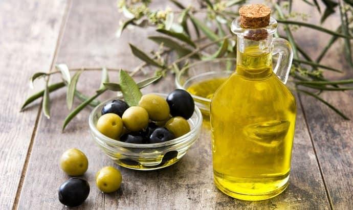особенно полезным для печени считается оливковое масло.
