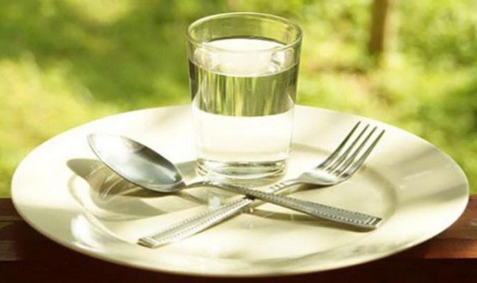 Перед процедурой очистки печени рекомендовано провести лечебное голодание.
